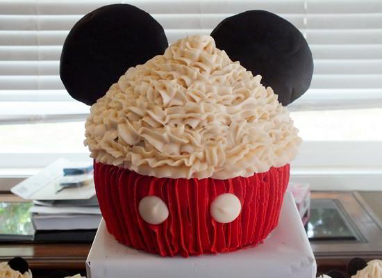 How Do You Make A Mickey Mouse Cake
