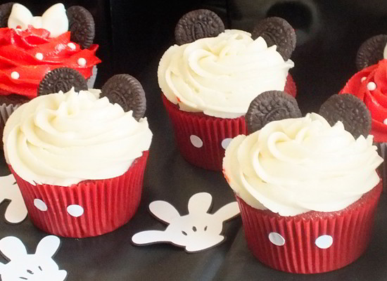 Pictures Of Mickey Mouse Cupcakes : Mickey & Minnie Mouse Cupcakes - Two Sisters Crafting