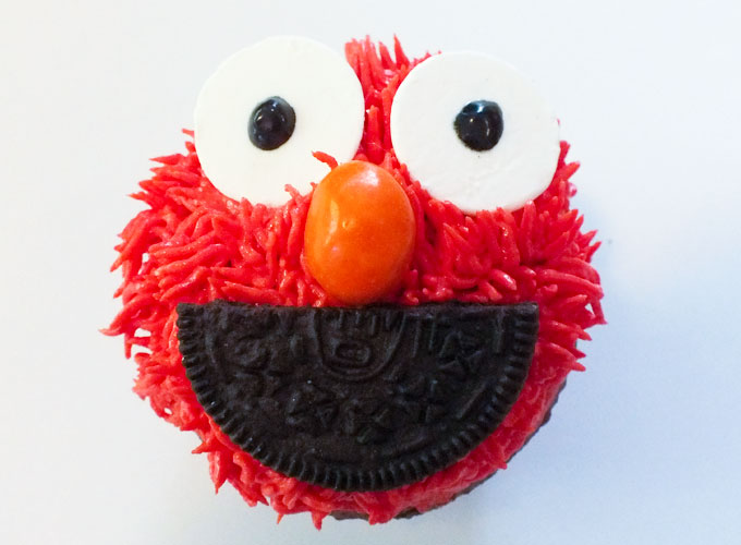 Black icing for Elmo's eyeballs