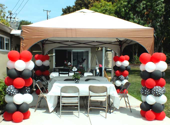 Balloon Columns for a Mickey Mouse Party