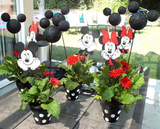 these adorable mickey and minnie centerpieces are the perfect table decoration for a mickey mouse birthday - Homemade Mickey Mouse Christmas Decorations