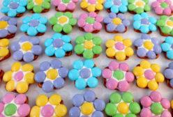Color options for the Flower Pretzel Bites