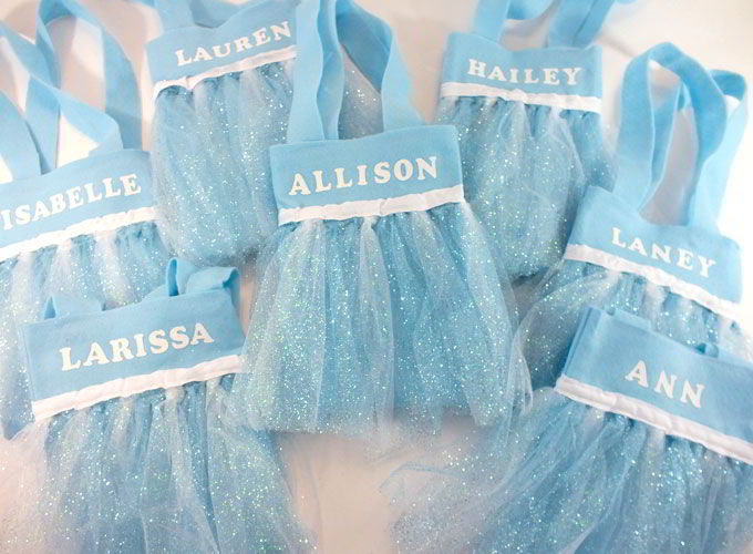 Disney Frozen Elsa Party Favor Bags - These DIY party favor bags were the hit of our Frozen Birthday Party. Pretty, sparkly and fit for an ice queen, the girls at the party loved them. Follow us for more fantastic Frozen Party Ideas.