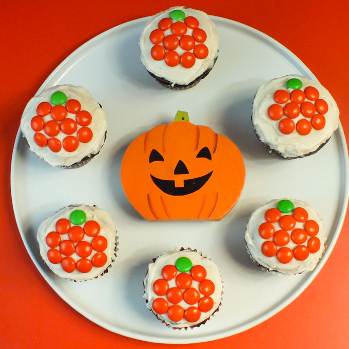 easy mm pumpkin cupcakes for halloween