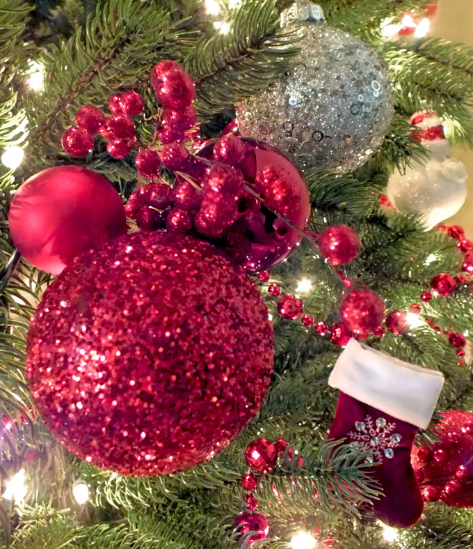these red glitter christmas tree ornaments are so easy to make and will be unique and