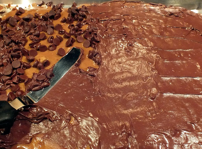 Spread the chocolate over the candy mixture