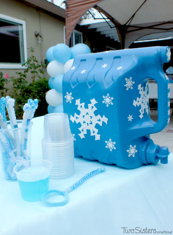 This Frozen DIY Bubble Station Is A Great Activity For An Outdoor Birthday Party