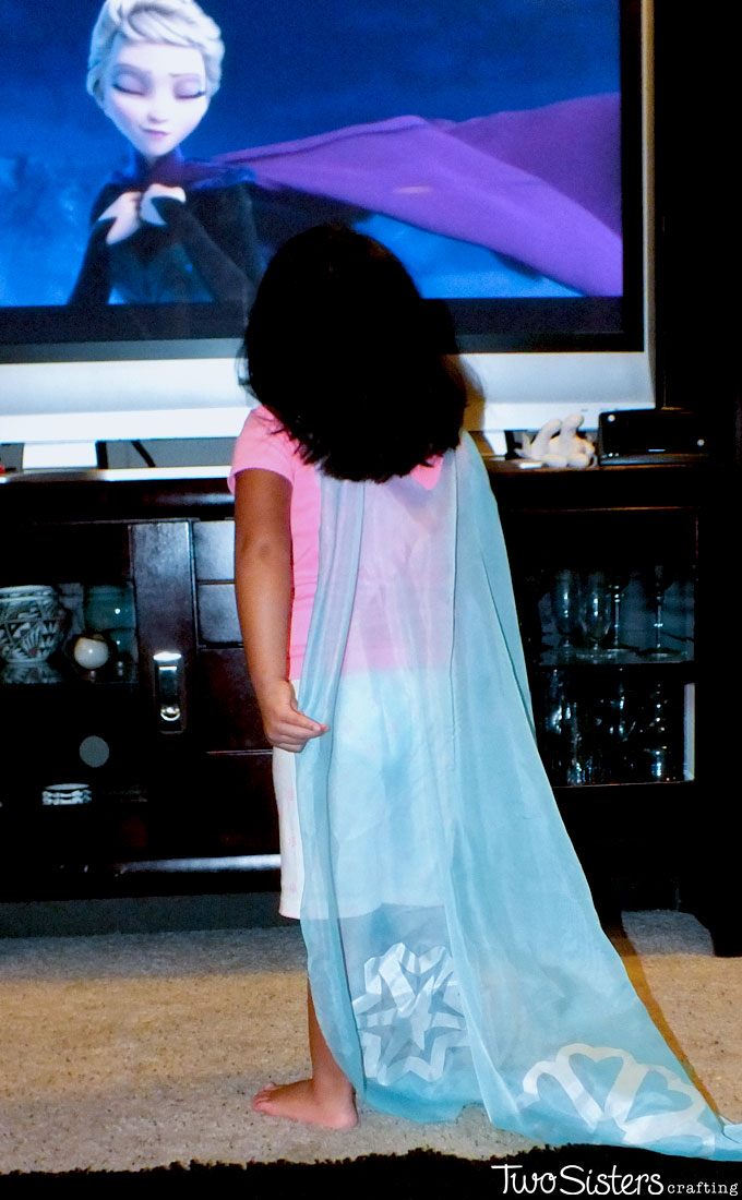 Disney Frozen DIY Elsa Capes - we made these No Sew Elsa Cape Costumes as a party favor for the girls at our Frozen Birthday Party. They LOVED them and were the hit of the party. We have all the directions on how to make these Queen Elsa Capes for your Frozen Party. Follow us for more great Frozen Party Ideas.