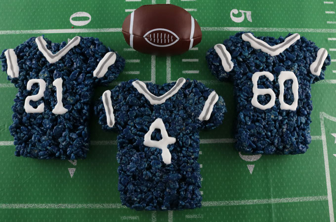 If you are an Dallas Cowboys fan and it is Game Day, you'll want to make one (or all) of our Dallas Cowboys Game Day Treats for your football watching family members. These are fun Navy, Grey and White football desserts that are perfect for a game day football party, an NFL playoff party or (hopefully!!!) a Super Bowl party. Follow us for more fun Super Bowl Food Ideas.