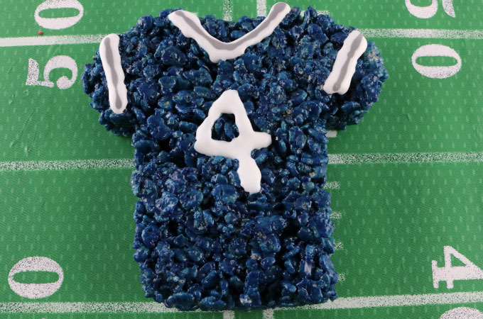 Decorate the Dallas Cowboys Rice Krispie Treats with Royal Icing