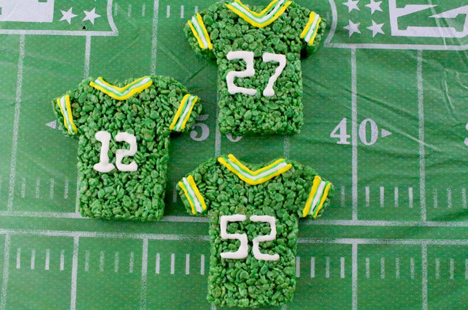These Green Bay Packers Rice Krispie Treats Team Jerseys are a fun football dessert for a game day football party, an NFL playoff party, a Super Bowl party or as a special snack for the Green Bay Packers fans in your life. Go Packers! And follow us for more fun Super Bowl Food Ideas.