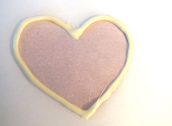 Make outline of heart with white chocolate