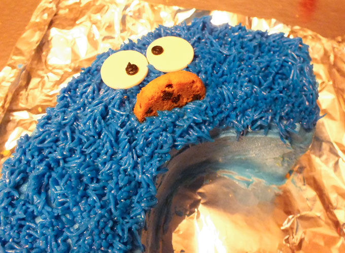 Adding a Cookie Monster face to an ABC Sesame Street Cake