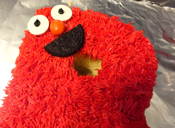 Adding an Elmo Face to an ABC Sesame Street Cake