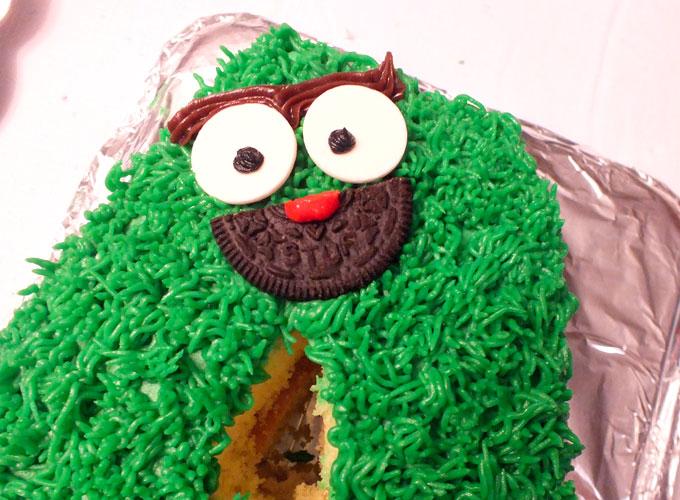 Adding an Oscar the Grouch face to an ABC Sesame Street Cake