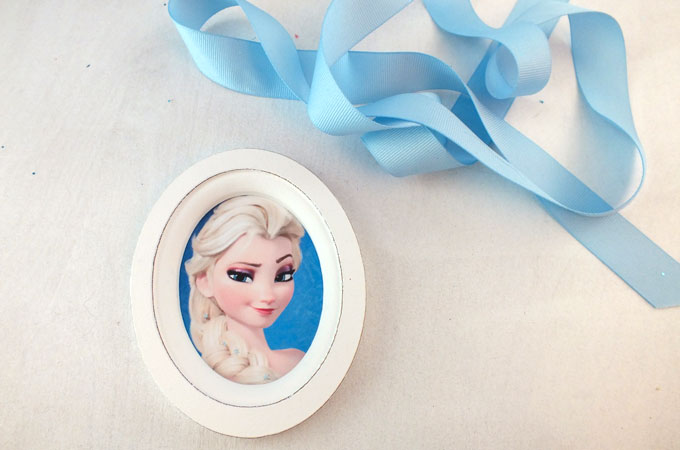Embellishing the Frozen Easter Basket