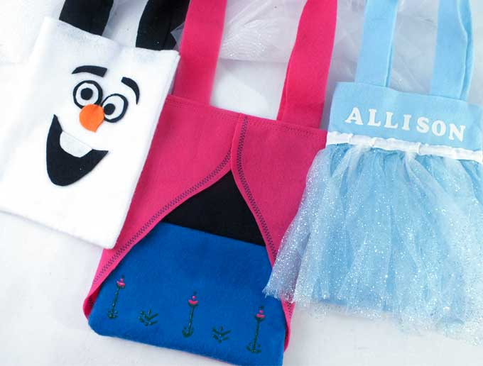 These amazing Frozen Party Favor Bags are adorable, fun and so easy to make. The kids at your Frozen Birthday Party will love them - what a great way to say thanks for coming to our Frozen Party. Follow us for more fun Frozen Party Ideas.