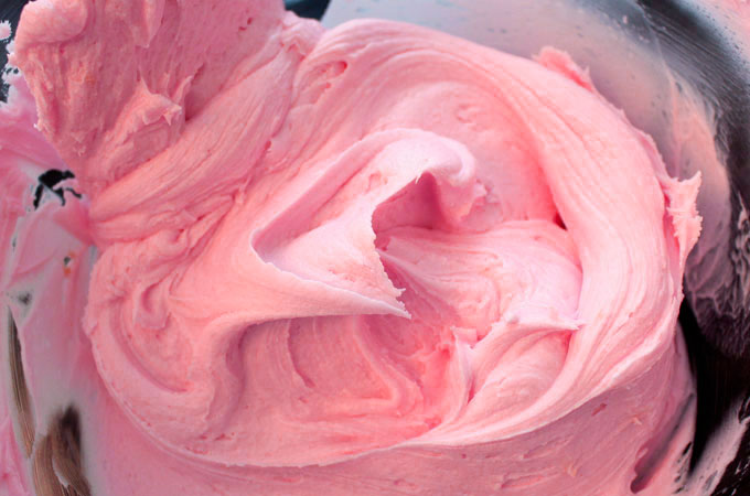 Pink Buttercream Frosting for Peppa Pig Cake