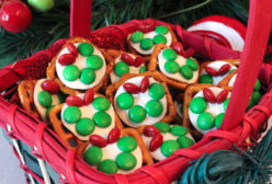 Christmas Wreath Pretzel Bites
