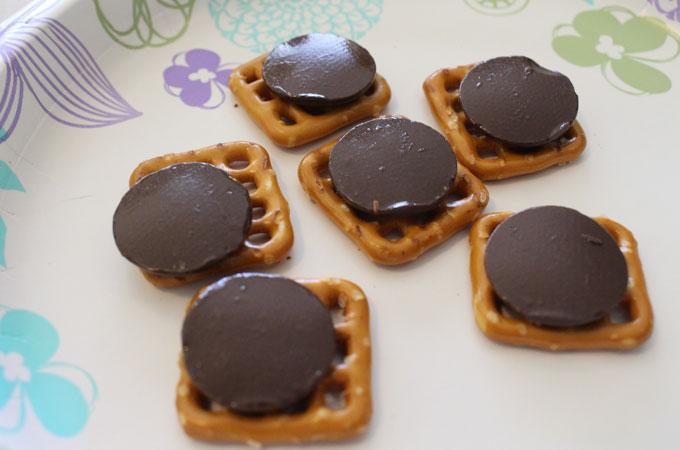 Pretzels and Chocolate Candy Melts for Grinch Pretzel Bites
