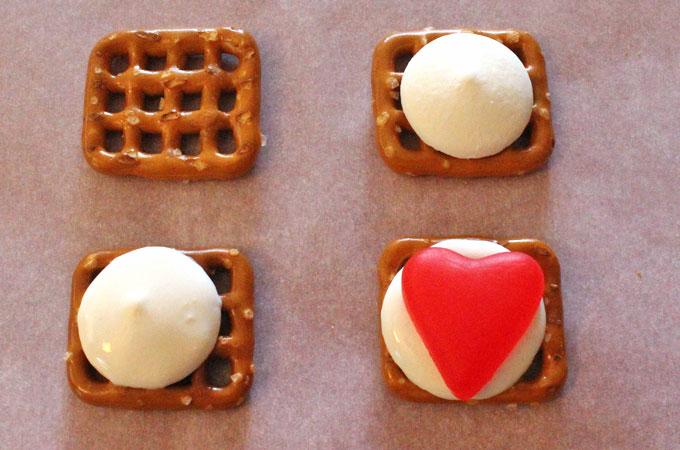 How to assemble the Juju Hearts Pretzel Bites