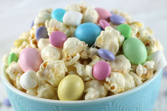 Easter candy popcorn two sisters crafting celebrate with our easter candy popcorn a fun easter dessert that is both sweet and negle Gallery