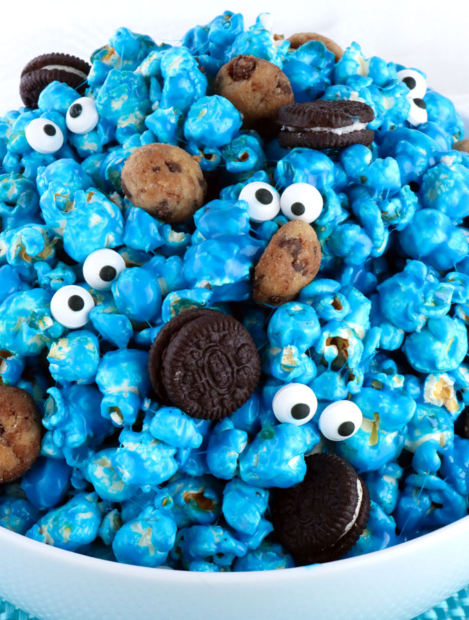 Yummy and adorable Cookie Monster Popcorn - sweet and salty popcorn ...