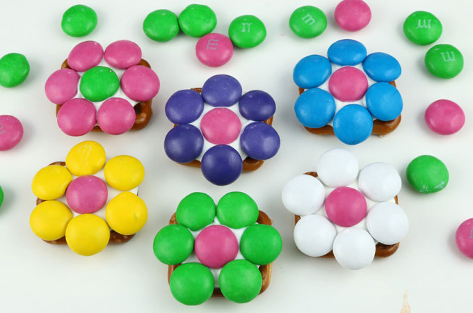 Choosing the right M&M colors for the Flower Pretzel Bites