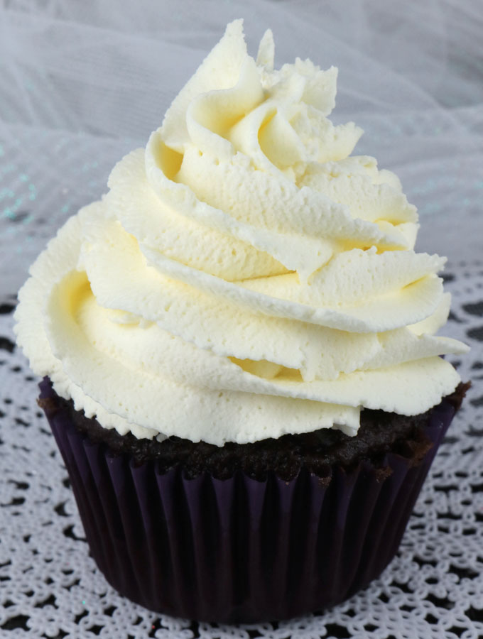 The Best Whipped Cream Frosting - Two Sisters Crafting