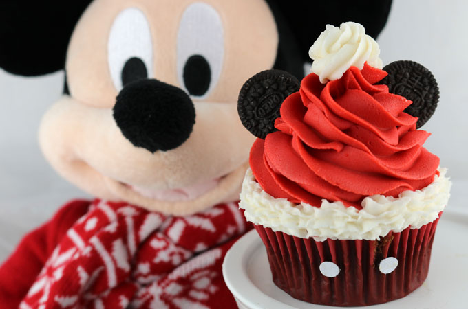 e5d06e2efec91 Mickey Mouse Santa Hat Cupcakes - these fun Christmas Cupcakes with a  Disney theme will be