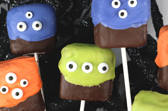 Monster Marshmallow Pops - a fun and spooky Halloween dessert that is so easy to make. And who doesn't love marshmallows covered with chocolate? They would be a great Halloween Treat for this year's Halloween Party. Pin this delicious Halloween Candy for later and follow us for more great Halloween Food Ideas.