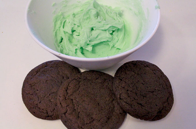 Best Mint Buttercream Frosting for Chocolate Mint Cookies