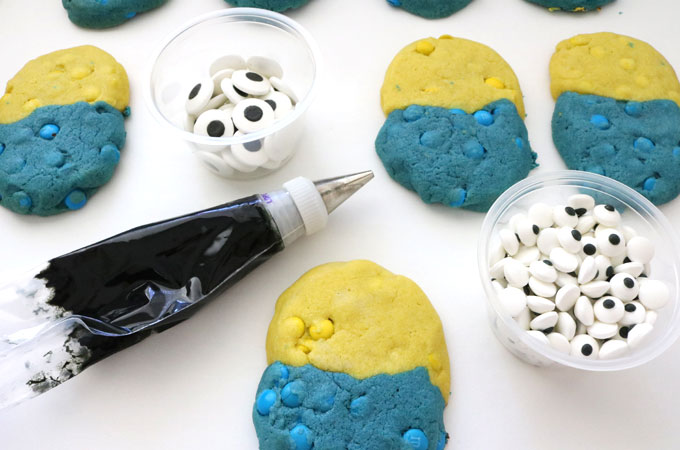 Ready to decorate the Minions M&M Cookies
