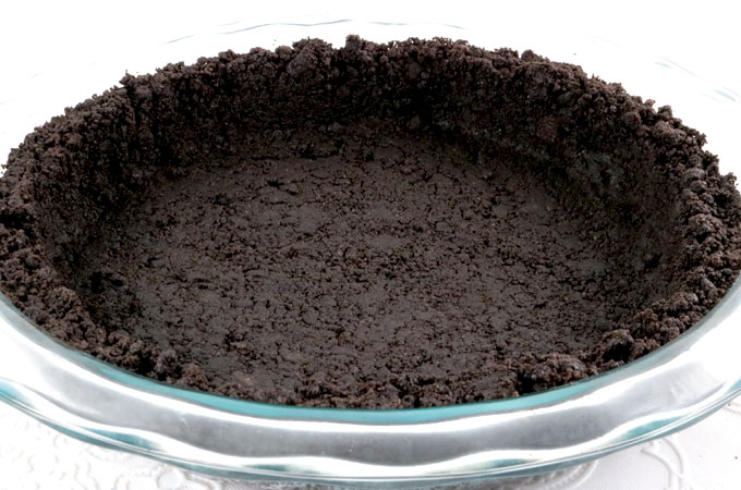 We show you How to Make Oreo Cookie Crusts that are super easy to make, can be bake or no-bake and taste better than anything you can buy in the store. This is the Best Oreo Cookie Crust recipe that you are going to find. Pin this Perfect Oreo Cookie Crust recipe for later and follow us for more pie crust recipe ideas.