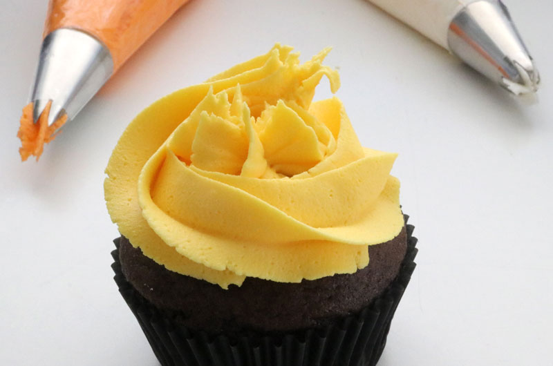 Add yellow frosting swirl