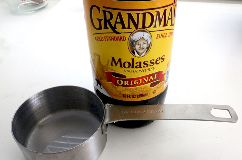 Molasses for Brownie Gingerbread Cupcakes