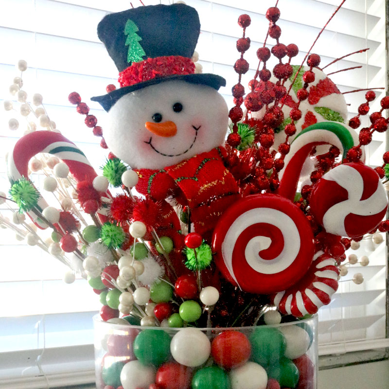 Christmas Candy Centerpiece - this will be everyone's favorite Christmas decoration. So fun and so